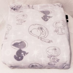 New Berkshire Peanuts Snoopy Lux Blanket